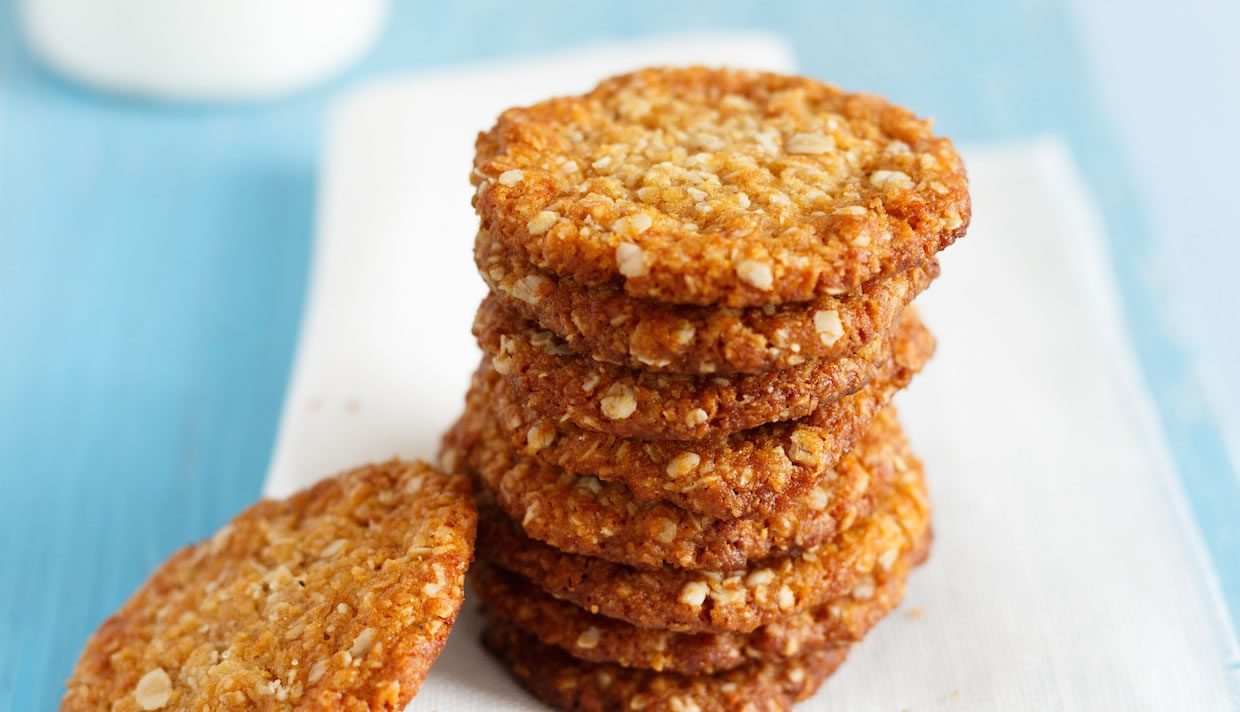 Anzac Biscuits (Cookies) | Girl Cooks World